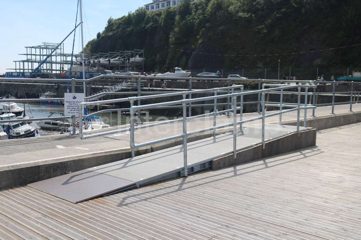 /media/403283/saundersfoot-harbour-safety-posts-install-7.jpg